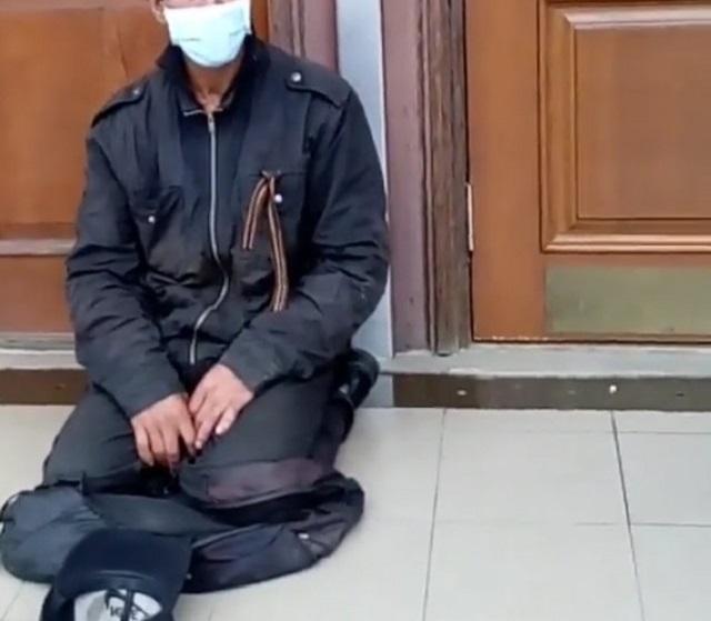 Бездомный с «туберкулезом» переселился к зданию правительства ЕАО