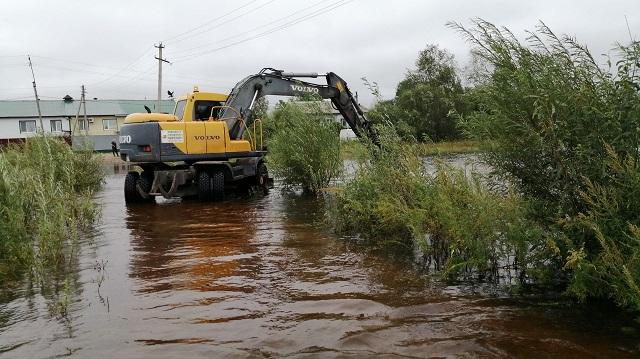 Работы по отведению паводковых вод идут в микрорайоне «Биробиджан-2»