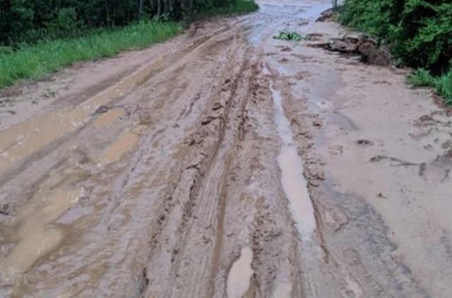 Дорогу на Щукинку размыло: дачники отрезаны от города