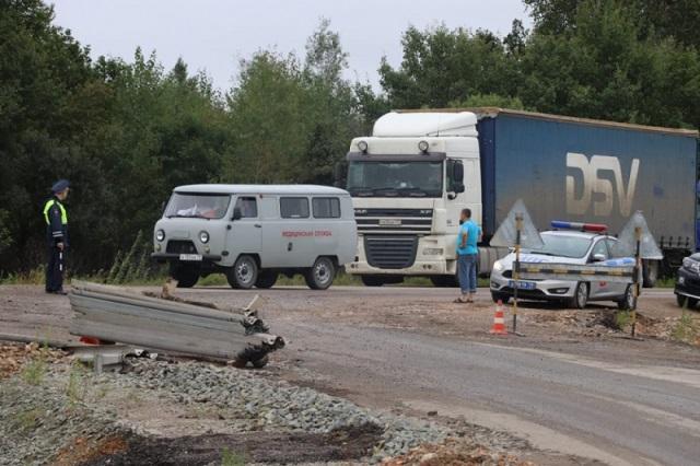 Застрявшим на федеральной трассе в ЕАО водителям подвозят воду и питание (ВИДЕО)