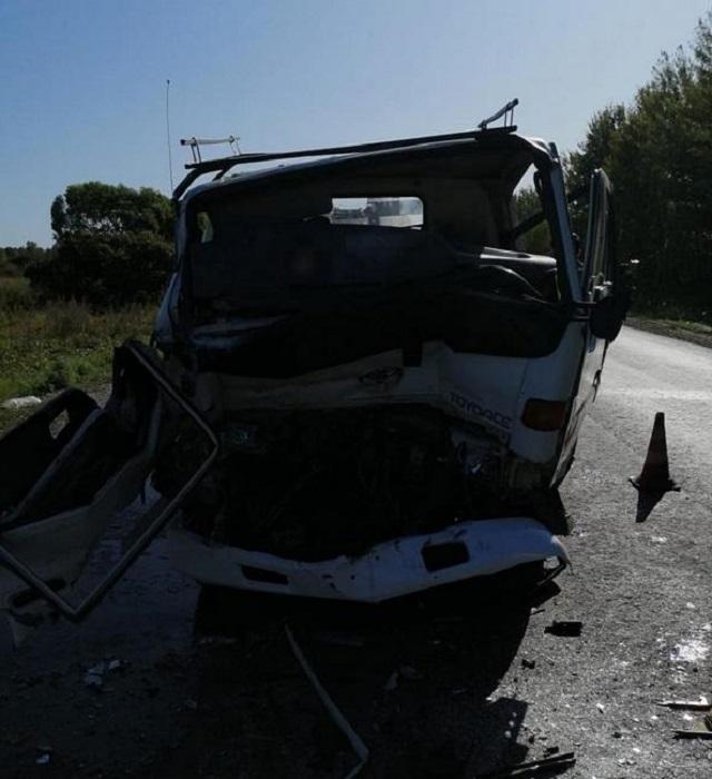 Водитель грузовика скончался после столкновения с асфальтоукладчиком в ЕАО