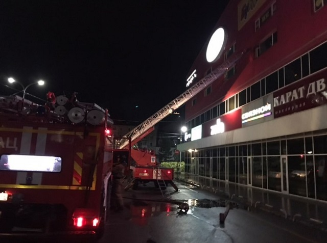 МЧС сообщило о пожаре в ТЦ «Великан»