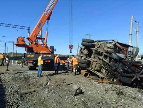 На участке Транссиба остановлено движение из-за ЧП с грузовиком и поездом