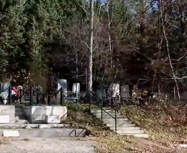 Женщину обокрали на кладбище в Биробиджане