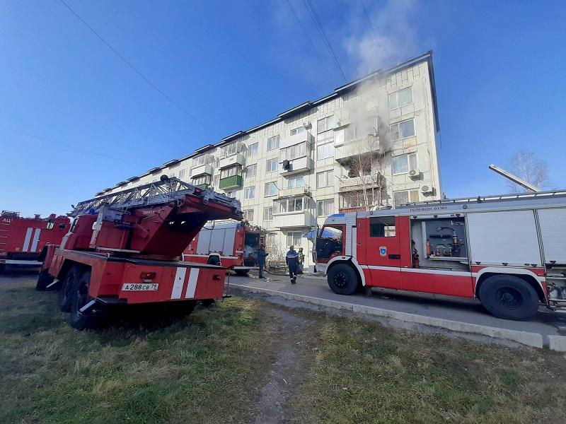 Десять человек эвакуировали при пожаре в многоэтажном доме Биробиджана