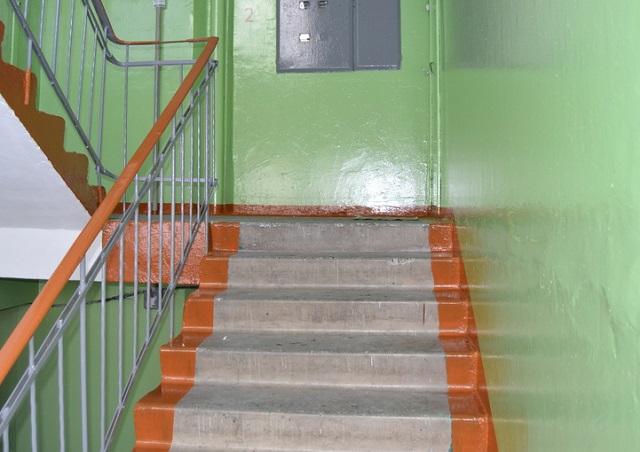 Подъезд жилого дома изолировали в Биробиджане