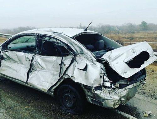 Иномарка врезалась в пассажирский автобус, ограждение и большегруз на трассе в ЕАО