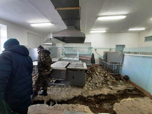 В пищеблоке биробиджанской школы № 4 приступили к ремонту