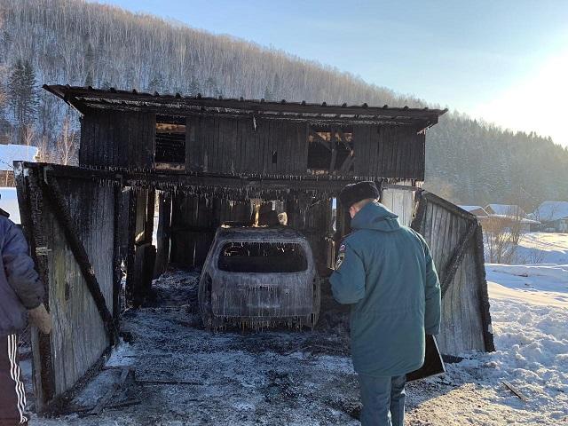Гараж с автомобилем сгорели в ЕАО