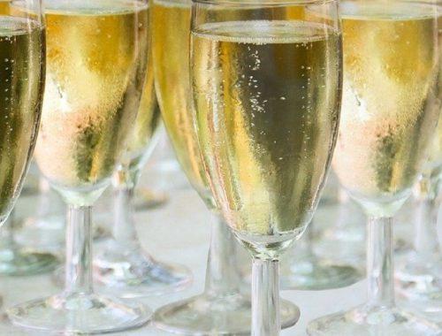 Стало известно, сколько шампанского выпивают жители ЕАО в Новый год