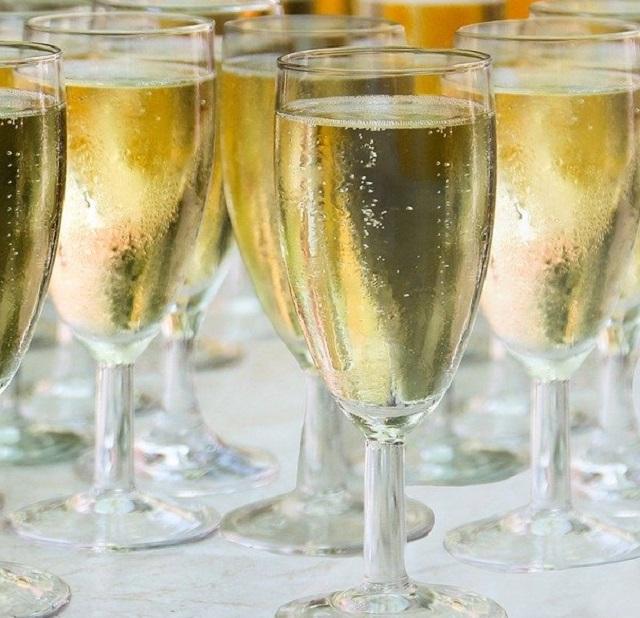 В России всерьез озаботились вопросом о запрете детского шампанского