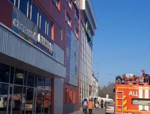 В торговом центре «Великан» вспыхнула электрощитовая
