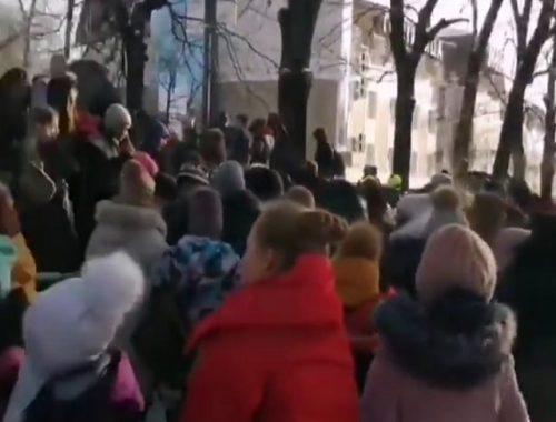 Второй раз за неделю эвакуируются учащиеся школы № 8