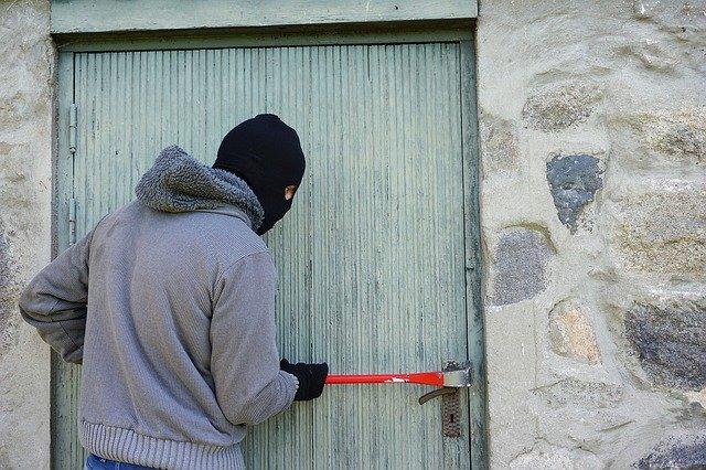Муниципальное предприятие ограбили в Биробиджане