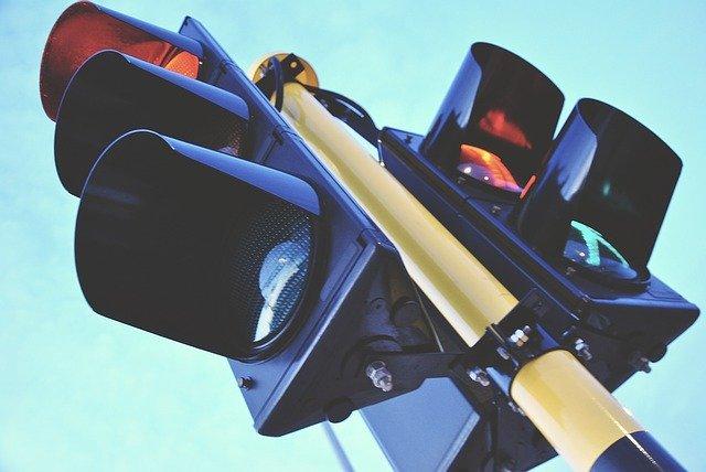В Биробиджане снизят уровень звука на светофорах