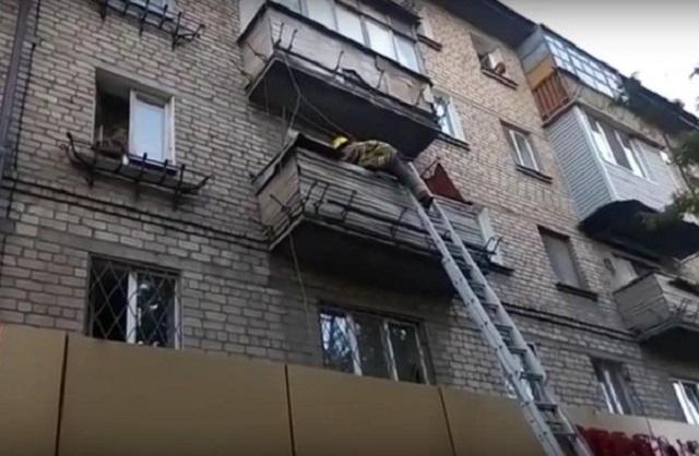 Несчастный случай в ЕАО: работник предприятия погиб, упав с третьего этажа