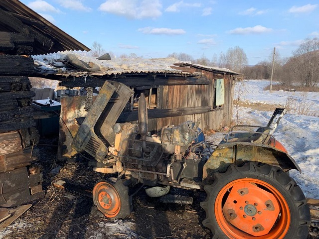 Житель ЕАО случайно сжег собственный трактор