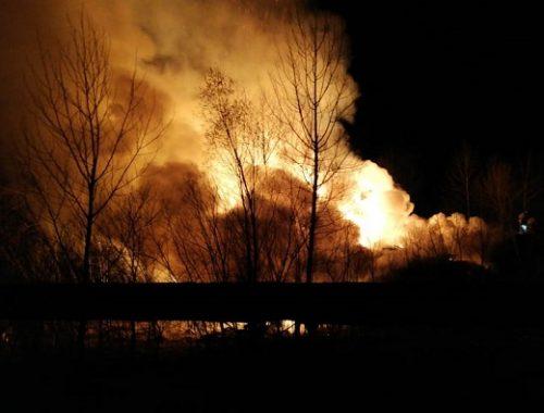 Склад древесных отходов опять вспыхнул в Биробиджане (ВИДЕО)