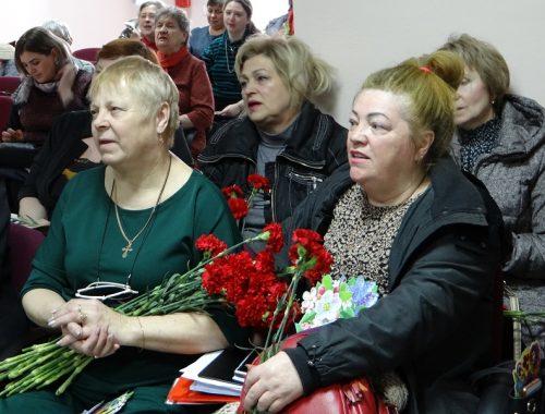 «Для милых женщин»: бурю эмоций вызвал концерт к 8 марта в Биробиджане