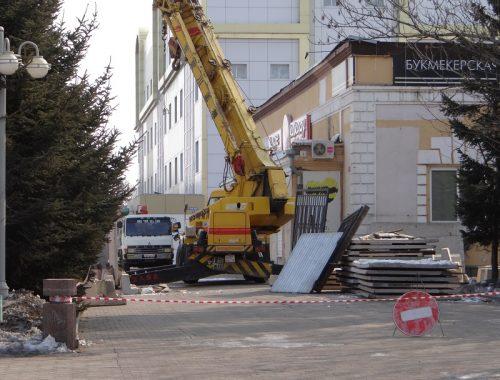 В центре Биробиджана приступили к сносу здания