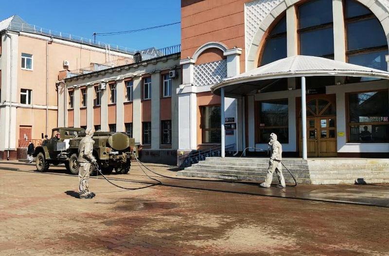 Военные дезинфицируют общественные места в Биробиджане