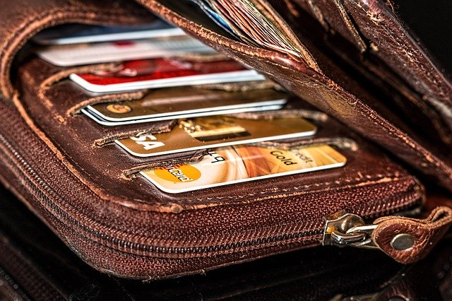 С 1 мая изменятся правила перевода денег с карты на карту