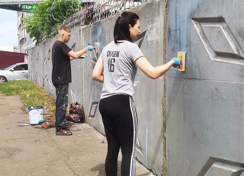 Биробиджанские художники приступили к созданию патриотического граффити