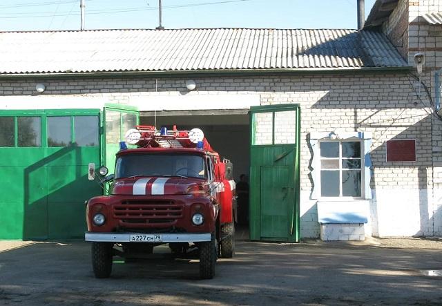 Пожарные приехали тушить курятник, а в итоге спасли жизнь жителю ЕАО