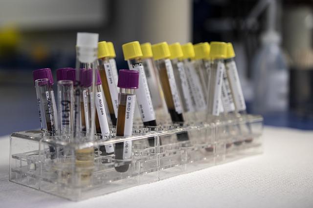 Привитые вакциной российские медики заразились коронавирусом