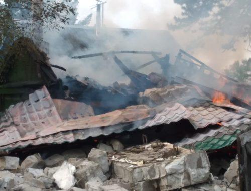 В частном доме предположительно взорвался газ, МЧС ЕАО разбирает завалы