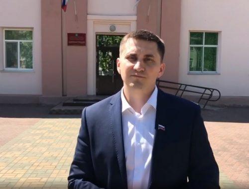 Лишенный мандата Максим Семенов намерен вернуть депутатский статус через суд