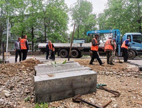 Коммунальщики приступили к асфальтированию участка дороги по ул. Шолом-Алейхема