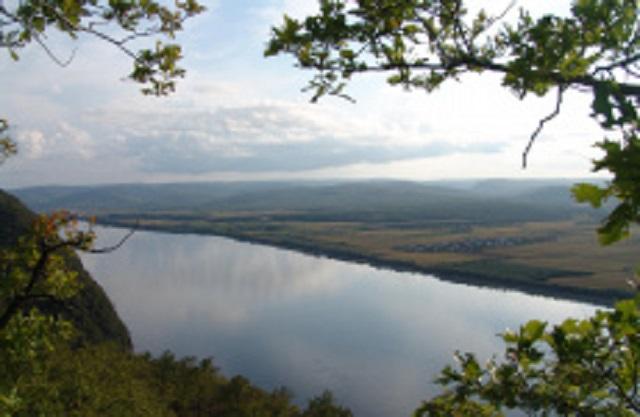 Полуразрушенная дамба в Хабаровском крае угрожает ЕАО размывом берегов