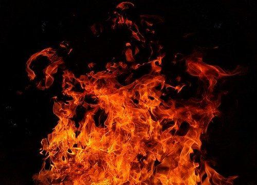 По факту поджога автомобиля в Биробиджане возбуждено уголовное дело