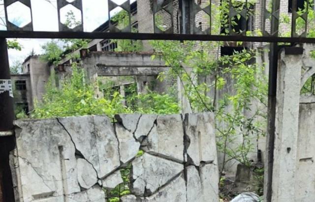 Руинами бывшей швейной фабрики в Биробиджане заинтересовалась прокуратура