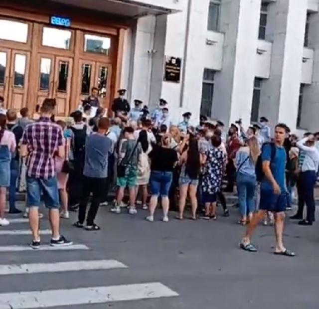 Хабаровчане четвертый день подряд выходят на акции протеста