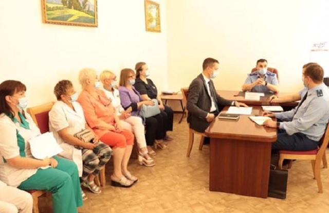 Прокурор ЕАО встретился с медработниками областной больницы