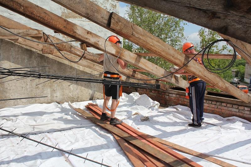 В Николаевке ремонтируют крыши после мощного града