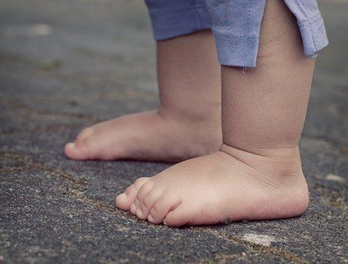 В Биробиджане двухлетний малыш переполошил родителей и полицию