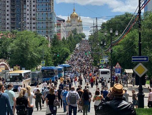 Тысячи хабаровчан вышли на шествие и стихийный митинг в поддержку губернатора Фургала