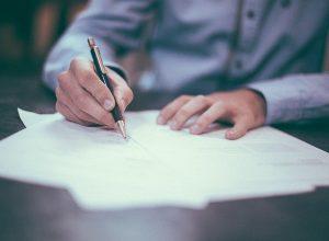 Руководитель и сотрудники управляющих компаний «Монарх» и «Луч» написали заявление на увольнение