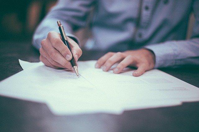 На заметку: какие выплаты, документы и услуги продлены автоматически
