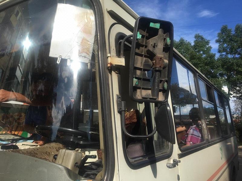 Водитель скрылся после ДТП с автобусом в Биробиджане