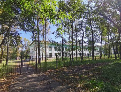 Здание школы № 10 в Биробиджане признано аварийным