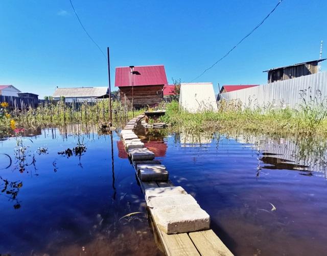 Продолжают оставаться в воде жилые дома в Биробиджане