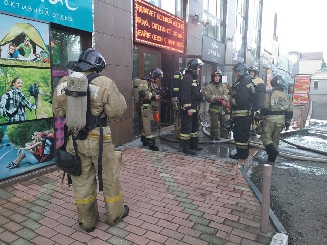 Бизнес-центр загорелся в Биробиджане
