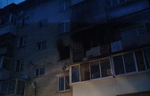 Мужчина выпрыгнул из горящей квартиры на третьем этаже в Биробиджане