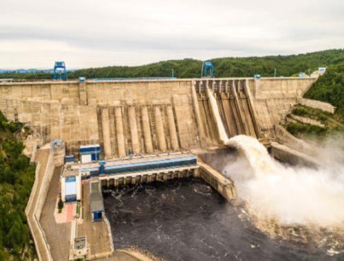 На Бурейской ГЭС открыли водосбросы