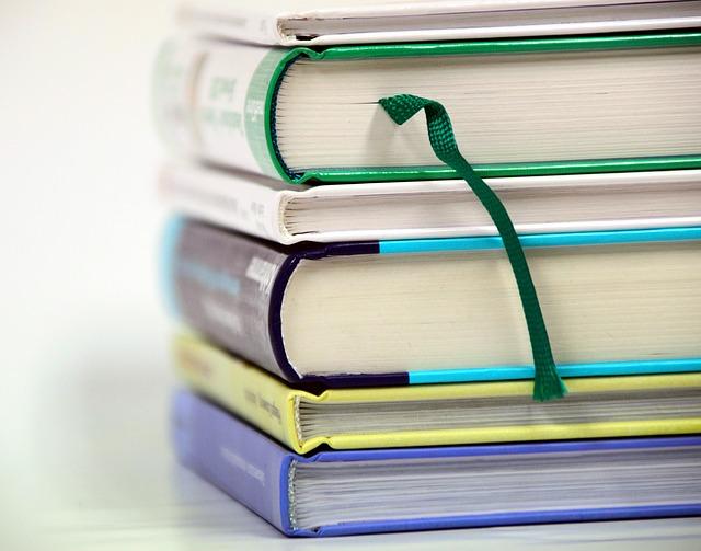 Денег нет: ученики нескольких школ в ЕАО остались без учебников