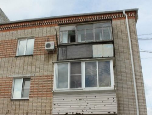 На тяп-ляп отремонтировали побитые градом крыши в Николаевке